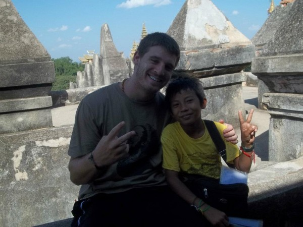 brian backpacking burma with burmese kid peace sign