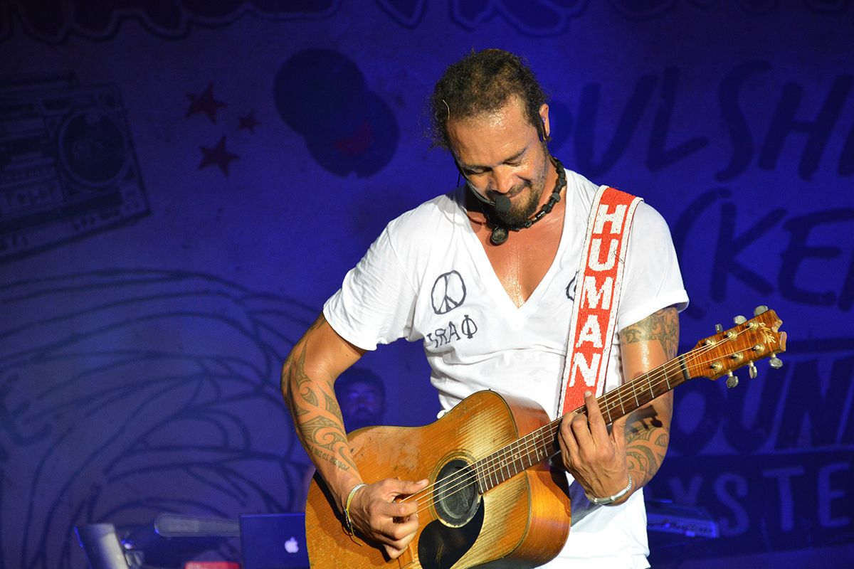 michael franti guitar
